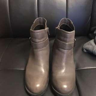 Millies 棕色短boot