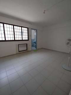 Quiet master bedroom near MRT and eateries for Rent