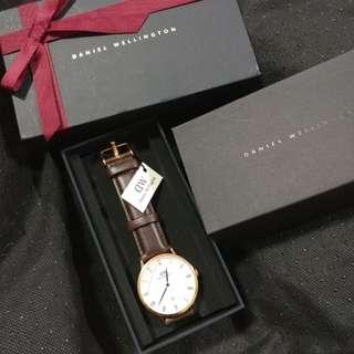 $700平放全新Dw手錶
