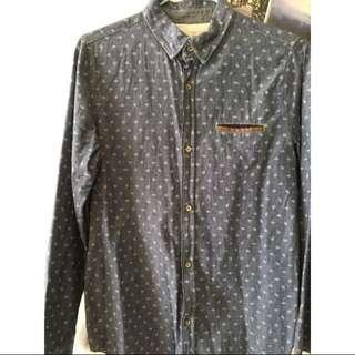 9成新 zara kids XL藍色 圖樣 皮標 長袖襯衫