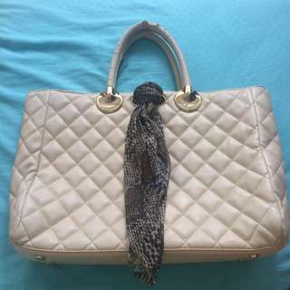 Charles and Keith Lady Bag white