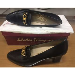 Classic/Vintage Salvatore Ferragamo Black Shoe (never been used, size too small and narrow) Size 7,5/36,5-37 AA(Narrow)