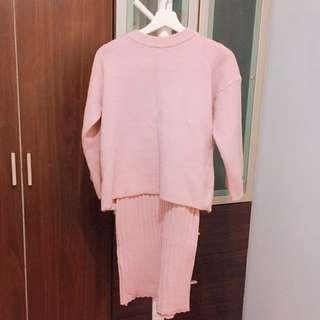 🚚 韓妞柔軟親膚粉紅色毛衣套裝