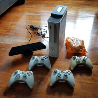 Xbox360 with Kinect and 4 Controllers