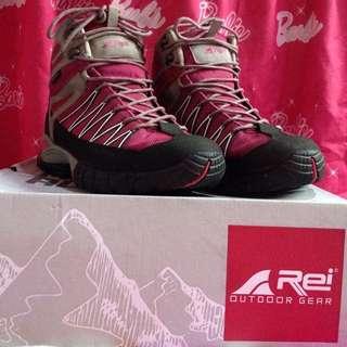 Sepatu Tracking Rei Xelion B Woman Series Pink