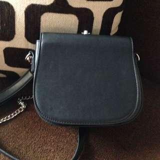black sling bag miniso