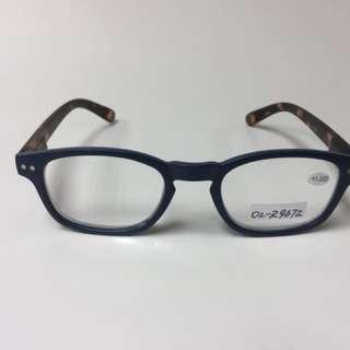 眼鏡-現時配上閲讀鏡片,可改配其他鏡片