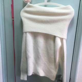 白色兔毛一字膊針織上衣