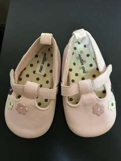 Mothercare baby shoes (Fit up to 12 months) flaw: cracks