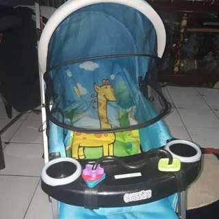 Stroller anak baru di pake 2 kali masih baru