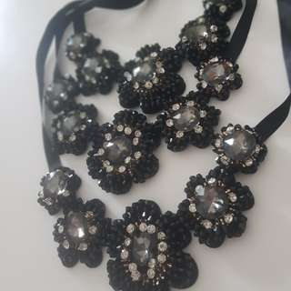 BN Accessories - black shining flower necklace