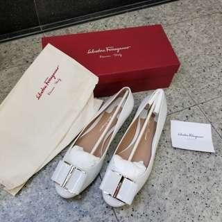 Salvatore ferragamo 白色漆皮平底鞋 size 39