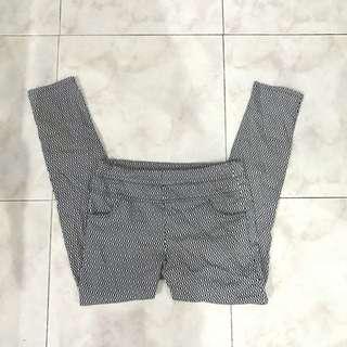 Celana Monokrom