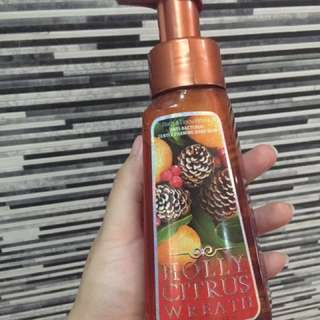 Bath and Body Works Antibacterial Handsoap in Holly Citrus Wreath