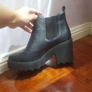 Chunky platform chelsea boot