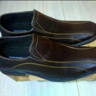 Pantofel pria coklat tua