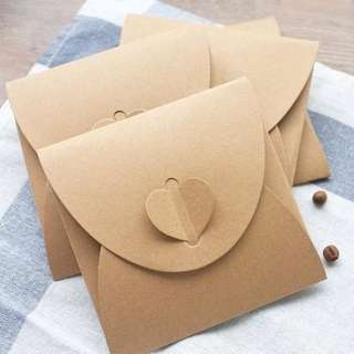 Heart Clasp Kraft Sleeve Favor box