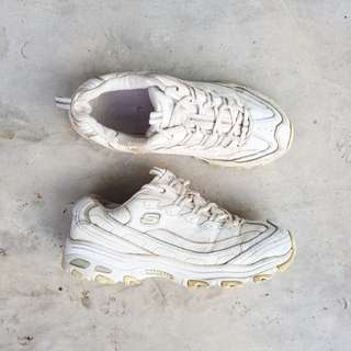 Skechers all white
