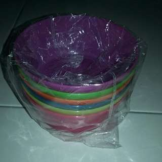 6 plastic bowls