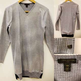 Nearly New Lv louis vuitton silver gray sweater size XS
