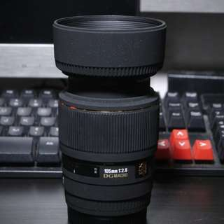 Sigma 105mm F2.8 Macro Lens for Sony A-mount cameras.
