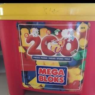 200 pcs Mega bloks