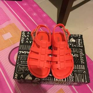 Mini Melissa size 6 (NEW)