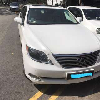 Lexus LS460 with sunroof