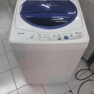 Toshiba 7.2kg fully automatic washing machine. 95%ok Good condition one month warntey 01133530275 call me WhatsApp address