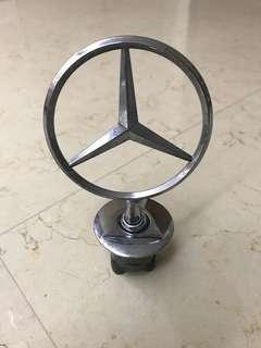 Mercedes E200 (W211) original hood emblem