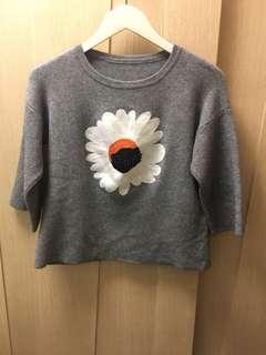 Praxx style floral print grey tone top 🌻