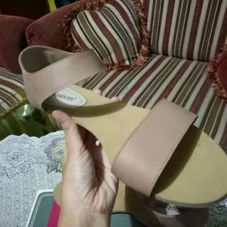 Sandal nude