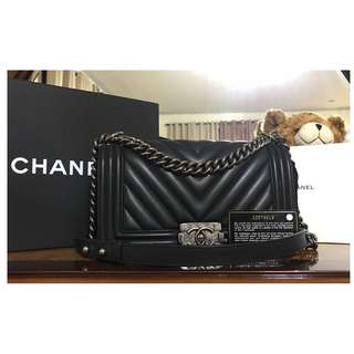 CHANEL Boy Bag in CHEVRON pattern Black Ruthenium Calfskin AUTHENTIC COMPLETE USED - COD FREE SHIPPING
