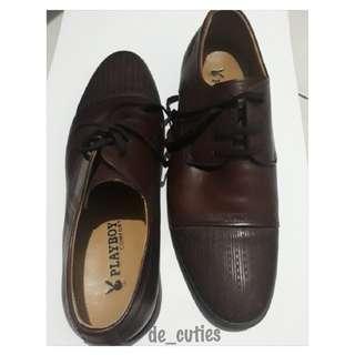 Sepatu kulit merk playboy