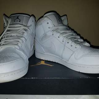 Air Jordan 1 mid (size 8 men)