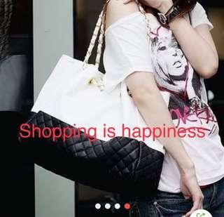 Fashionable large capacity shoulder bag