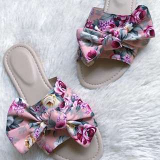Sandals with cute ribbon