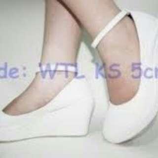 Sepatu wedges white