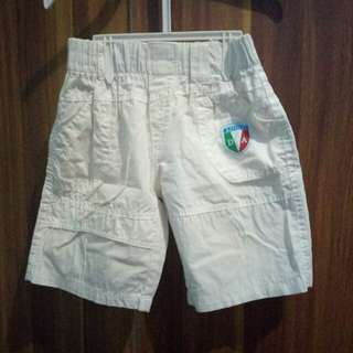 Celana pendek putih anak