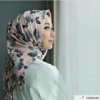 Hijab maxmara segiempat