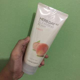 Herb Day 365 Cleansing Foam (Peach)