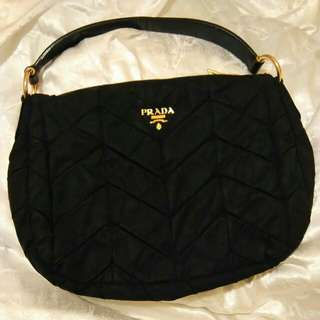 Authentic Prada black handbag 黑色手袋