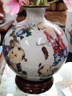[童樂]古董花瓶 ~ 擺設用, 連雅緻木底