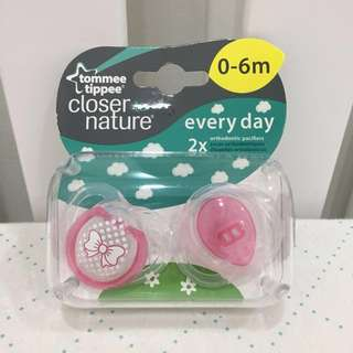 Tommee Tippee Soother (Pink, 0-6 months) with free gift!