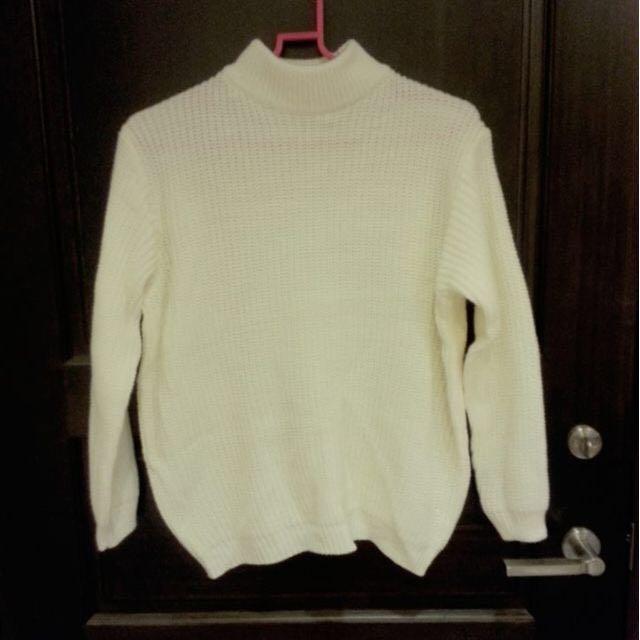 半高領白色毛衣