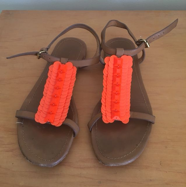 Country road sandals