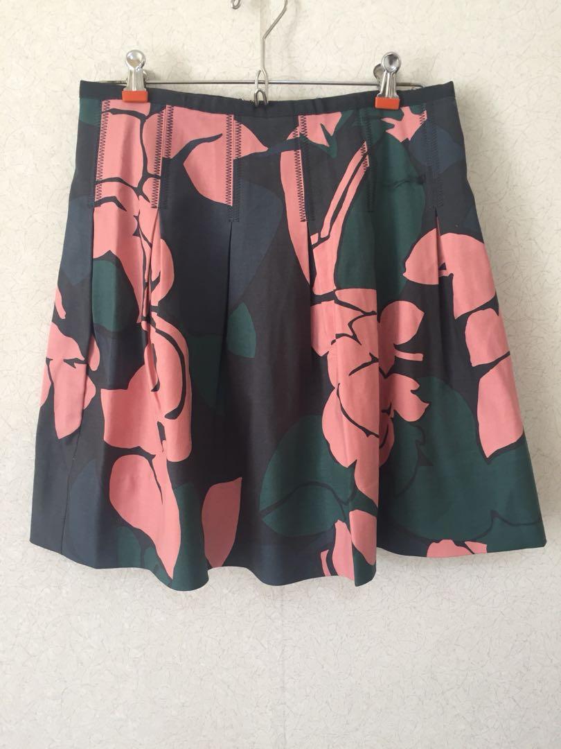 Flower skirt gap