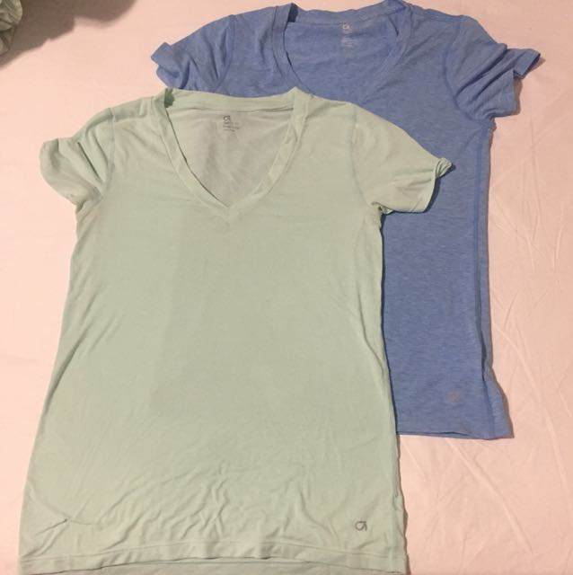Gap v neck shirts