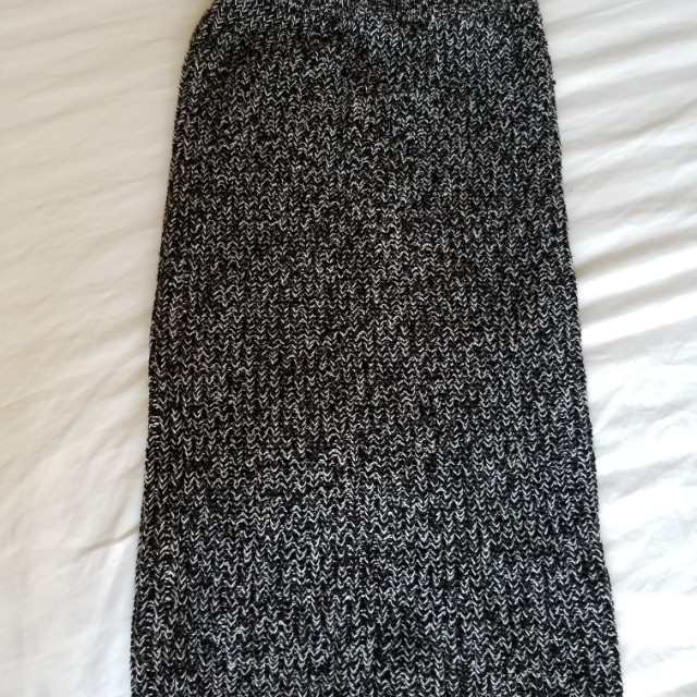 Joe Fresh new skirt. Size xs. Retails for $35. Pick up Beaches or Yorkville. Ad will be removed once sold.