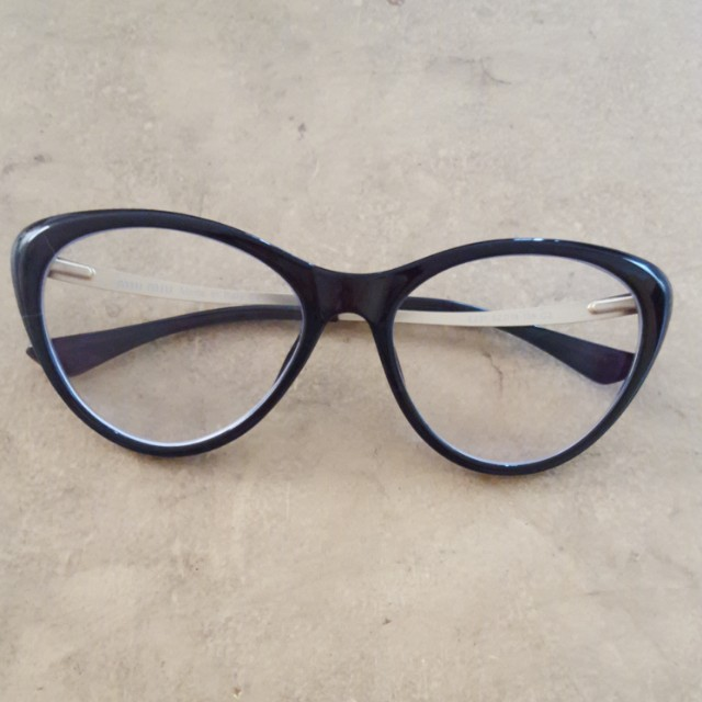 Kacamata baca Miu Miu